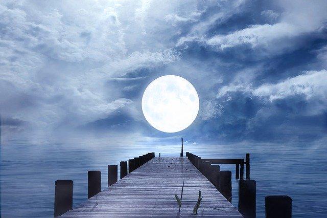 満月でシーバスは釣りやすい?ルアー選びとポイント選択がカギ